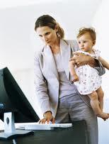 Poslovna žena - Zaposlene mame ne brinite - odsustvo ne šteti deci